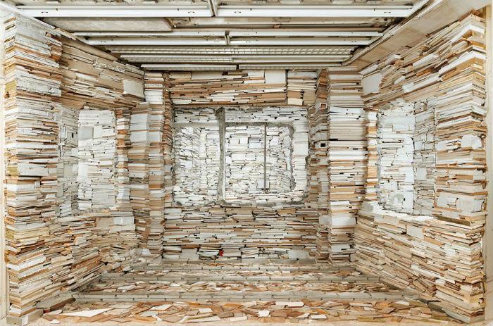 Пространственные композиции Марьян оставляют у зрителей и критиков весьма неоднозначное впечатление