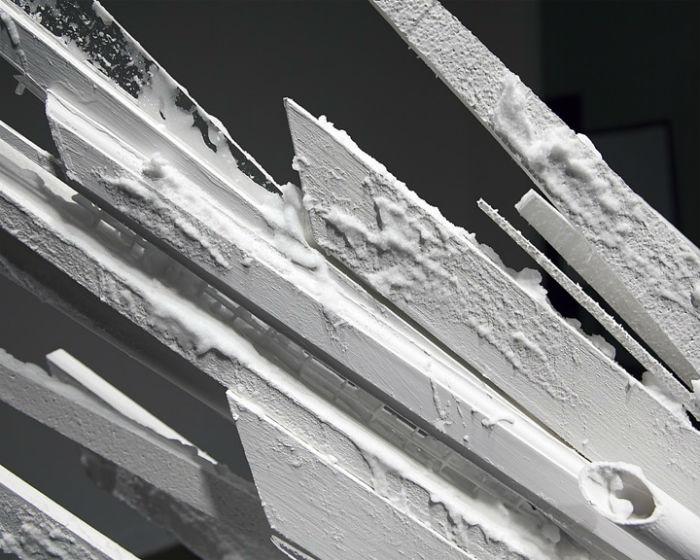 «Points of Contention» («Предметы спора»): пространственная композиция Джонатана Латиано
