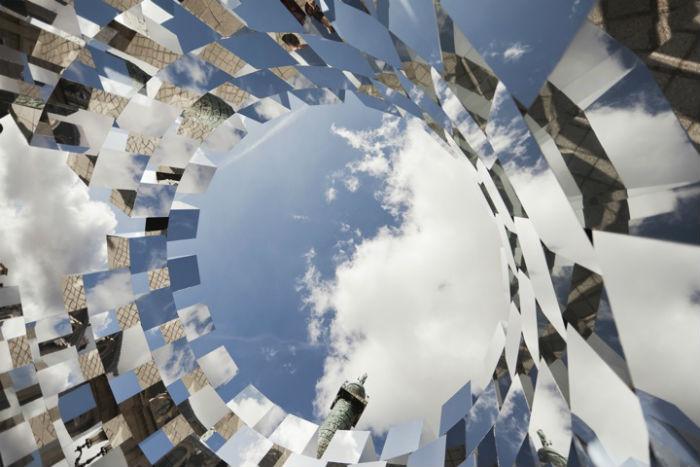 Инсталляция впервые была представлена в рамках ежегодной парижской ярмарки современного искусства FIAC