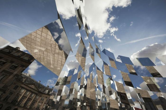 Инсталляция «Кольцо» («The Ring») – любопытное произведение французского художника Арно Лапьера