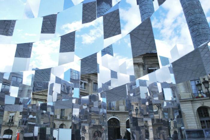 Инсталляция «Кольцо» или «Зеркальный куб» от французского художника