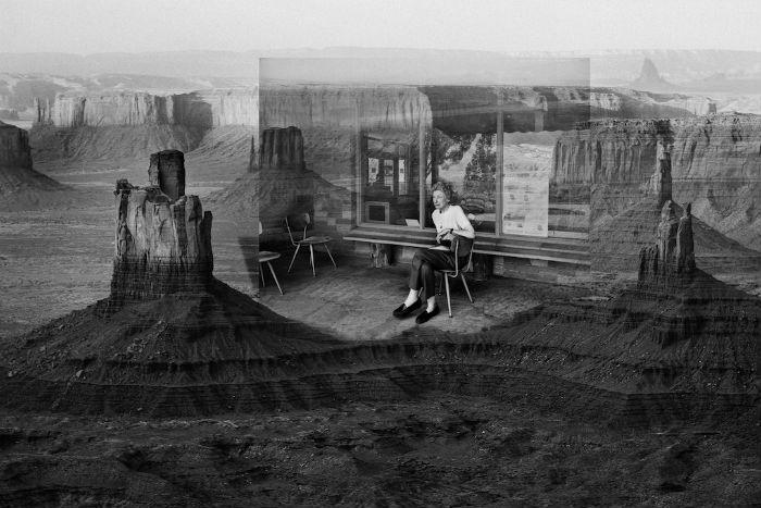 Петтерсон использовал популярный у современных фотохудожников приём наложения одного изображения на другое