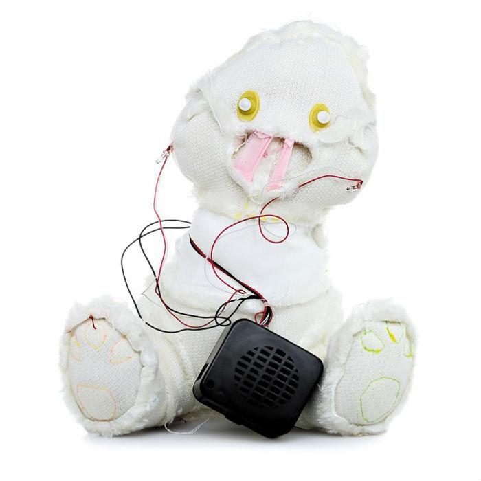 Идея с выворачиванием мишек  наизнанку пришла художнику, когда он был занят на другом проекте