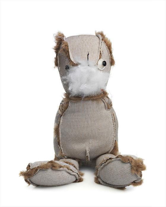 Художник считает, что эти мишки дают гораздо более правдивое представление о детстве, чем любые другие игрушки