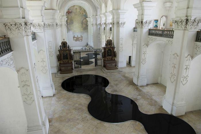 Впечатляющая инсталляция Ромена Крелье «Мизансцена бездны»