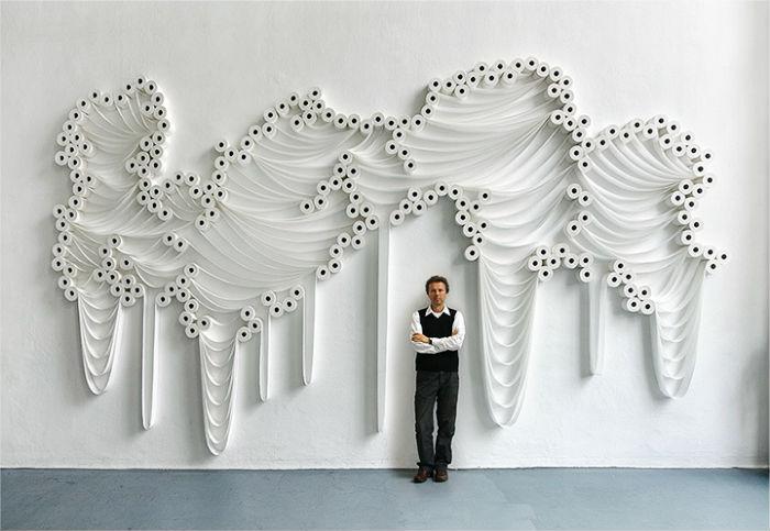 Замысловатые панно и скульптуры из туалетной бумаги