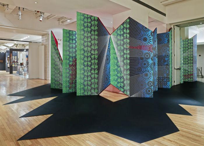 Необычная узорчатая инсталляция Zigzag на художественной выставке в Нью-Йорке