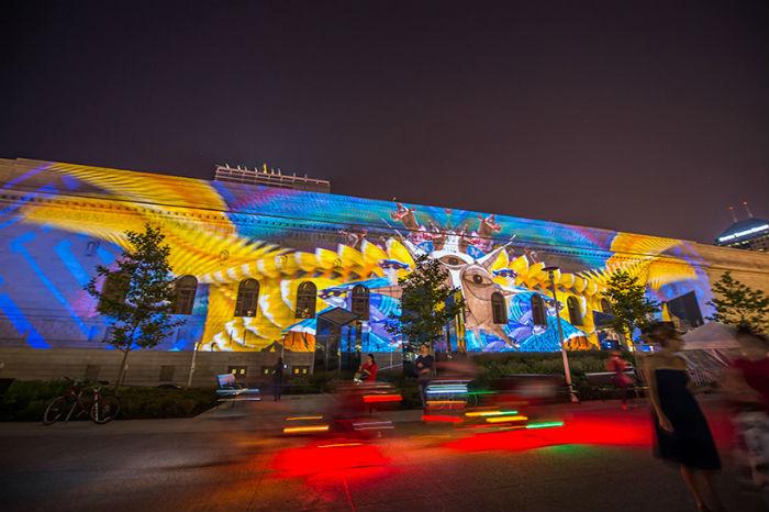 Общественный конференц-зал Кливленда преобразился благодаря мультимедийному проекту Transformations («Изменения») мексиканского архитектора Ивана Хуареса