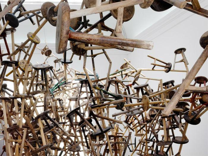 Инсталляция из традиционных китайских табуретов от мастера эпатажа Ай Вэйвея