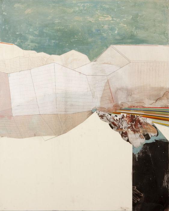 Художник работает с однородными текстурами и цветами, широко использует технику коллажа