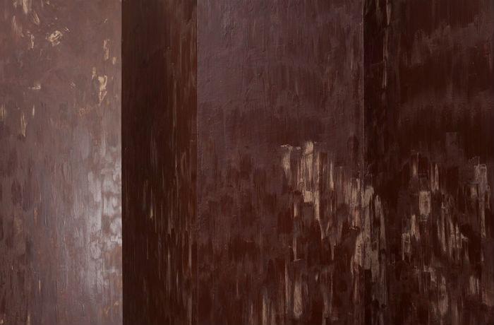 Посетителям выставки, подобно героям Родари, разрешается пробовать шоколадные стены на вкус