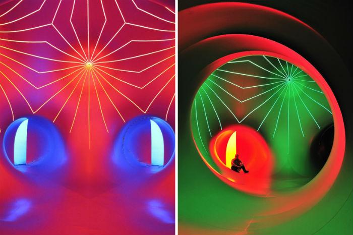 Luminarium («Люминариум») - надувной интерактивный лабиринт, путешествующий по миру более двадцати лет