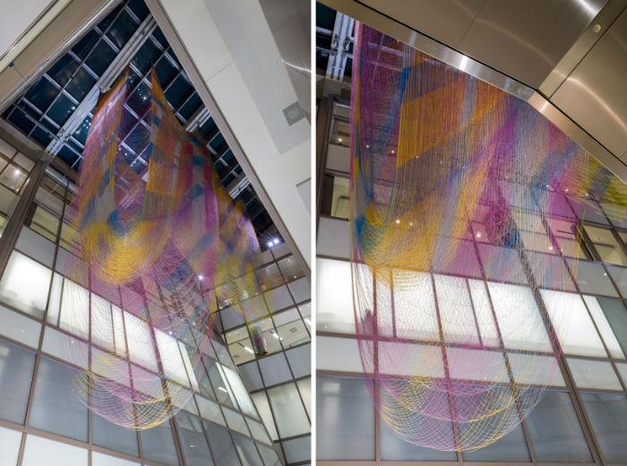 Красочную облакоподобную инсталляцию дизайнеры придумали специально для LAX