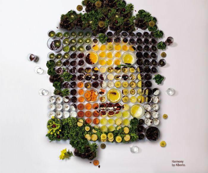 С каждым последующим снимком из хаоса стеклянных посудин и разноцветных продуктов вырисовывались черты лица... Майкла Джексона