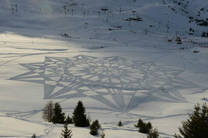 Трудно поверить, но эти масштабные рисунки на снегу Саймон Бэк создает без помощи какой-либо сложной техники