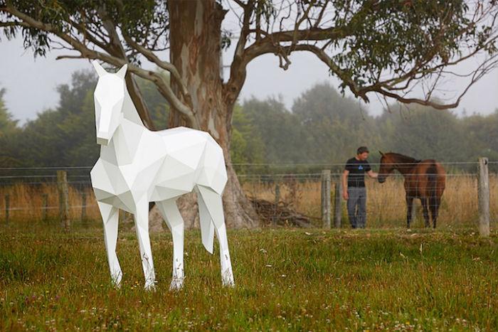 Фостер украшает живописные новозеландские пейзажи оригинальными скульптурами