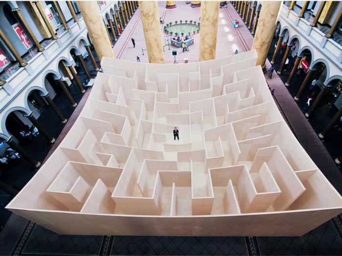 Вопреки своему названию, BIG maze («Большой лабиринт») Ингельса занимает совсем небольшую площадь - около восемнадцати квадратных метров