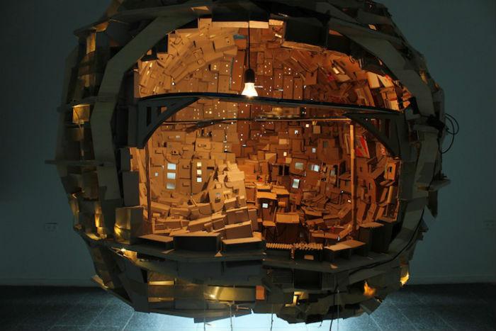 «Мозг как город» - фантазийная инсталляция от израильского художника