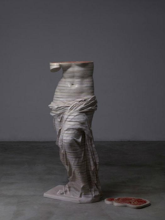 Часть модульной скульптуры китайского художника