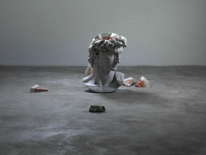 Скульптура Давида в интерпретации китайского мастера