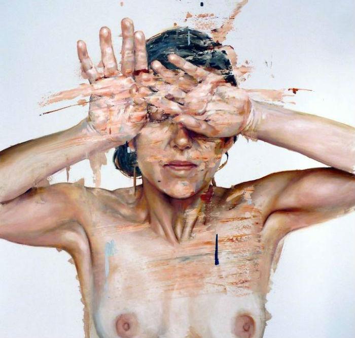 Используя возможности, которые предоставляет портретный жанр, Бьохо пытается раскрыть эмоции модели