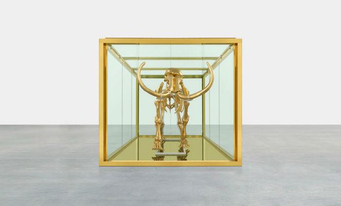 Позолоченный скелет трёхметрового мамонта купил за одиннадцать миллионов долларов российский миллиардер