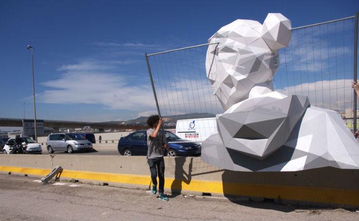 Инсталляции Месгиша можно встретить в крупных городах