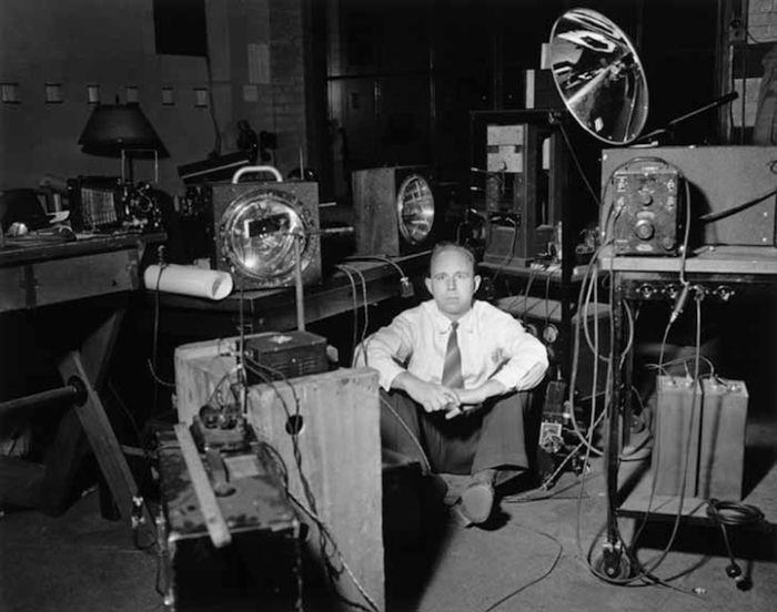 Гарольд Эджертон в своей лаборатории