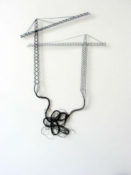Сама художница называет свои работы «гибкими скульптурами»