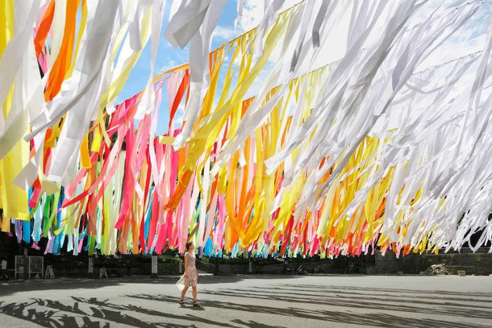 Красочная инсталляция Эммануэль Муро в Токио
