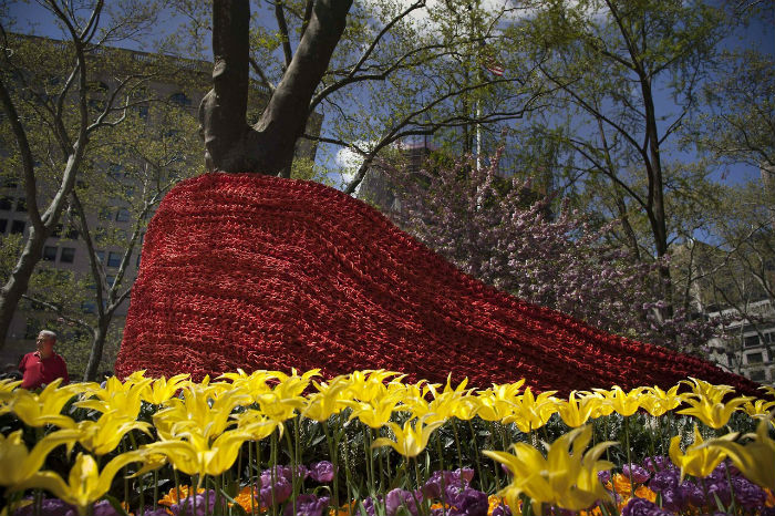 Американская художница Орли Генгер представила в общественном парке Мэдисон-сквер свою необычную пространственную композицию