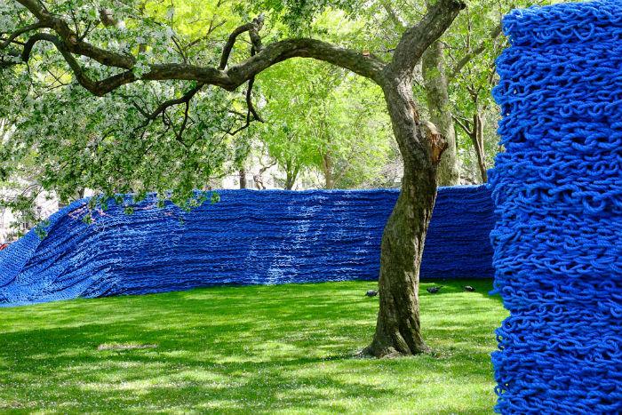 Материалы, необходимые для плетения верёвок, Генгер собирала по всему Восточному побережью США