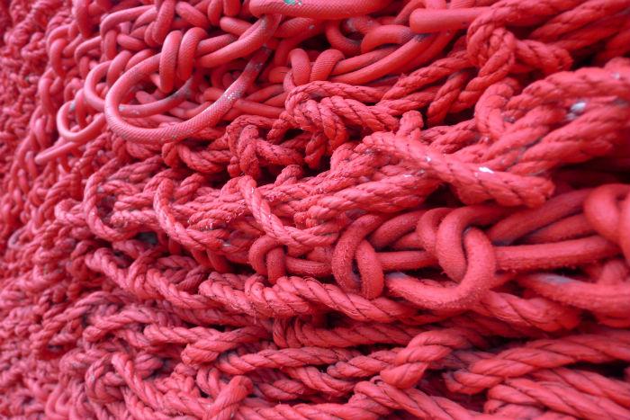 На создание инсталляции ушло десять с половиной километров связанной вручную канатной верёвки