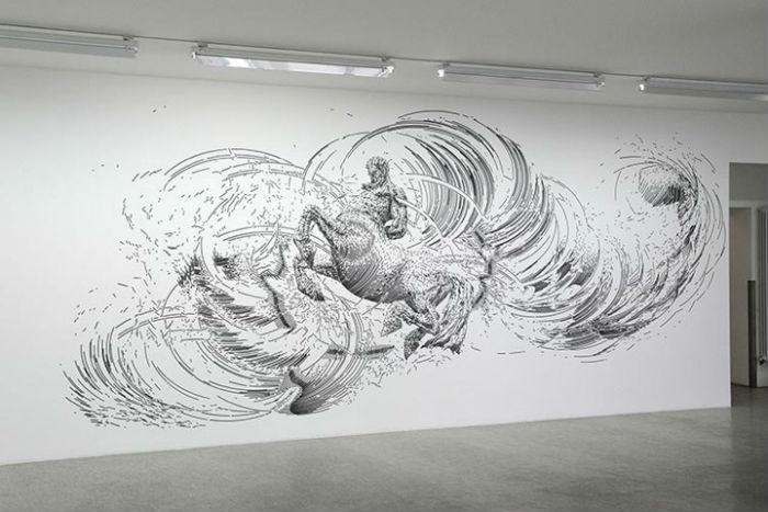 В качестве инструментария художник использует чертежные ручки, китайские чернила и эллиптические трафареты