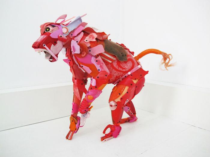 Жиль Ченазандотти - автор любопытных скульптур из пластиковых отходов