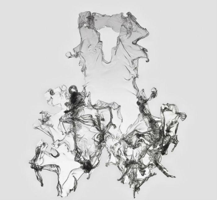 Необыкновенное платье, словно сотканное из водяных брызг