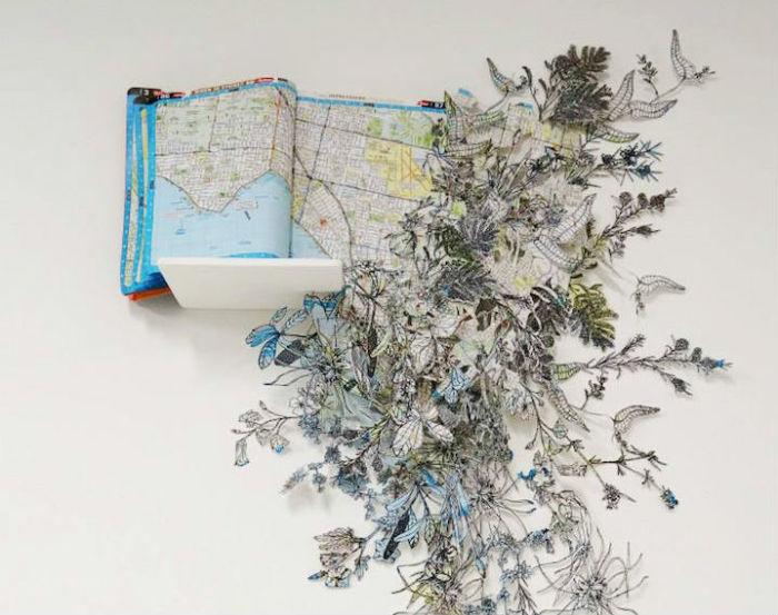 Необыкновенные гирлянды цветов и диковинных растений из старых карт