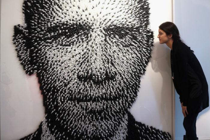 Портрет Барака Обамы из игрушечных солдатиков