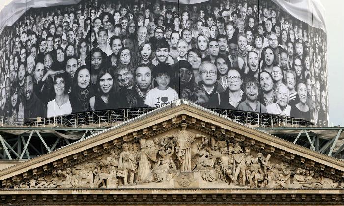 Инсталляция была подготовлена художником в рамках организованного им же международного проекта INSIDE OUT (НАИЗНАНКУ)