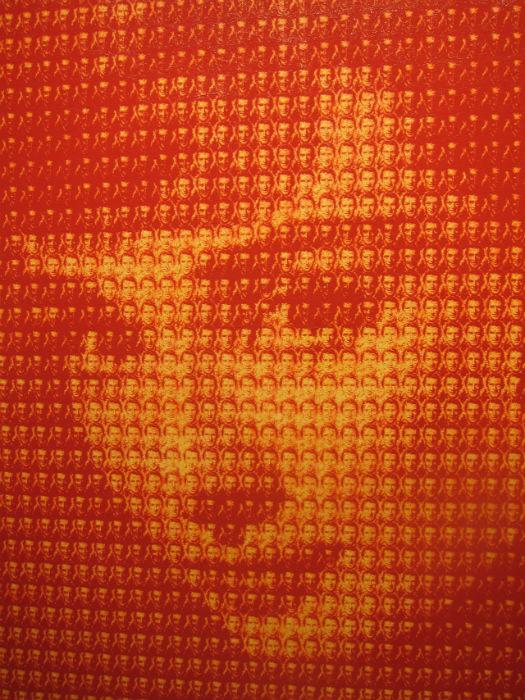 Миниатюрные изображения, из которых составлен основной портрет, подбираются художником не случайно
