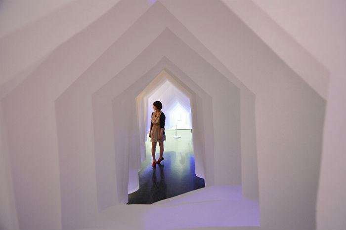 Интерактивную бумажную инсталляцию Air house («Воздушный дом») представили в Японии