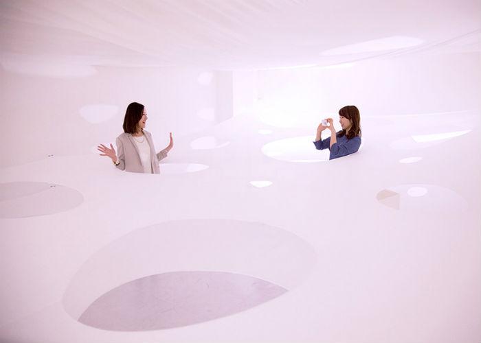 Интерактивная трёхуровневая установка Fusionner 1.0 + 2.0 в галерее White Cube (Япония).