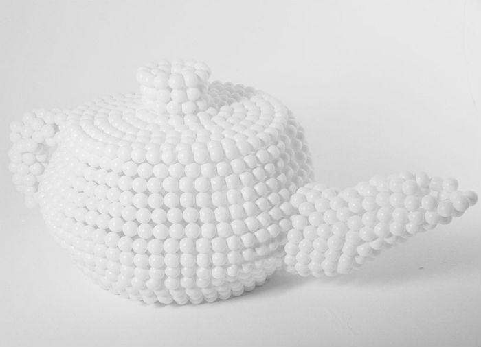 Дизайнер из Манчестера Лиам Хопкинс представил оригинальную серию скульптур, целиком выполненных из шаров для пинг-понга