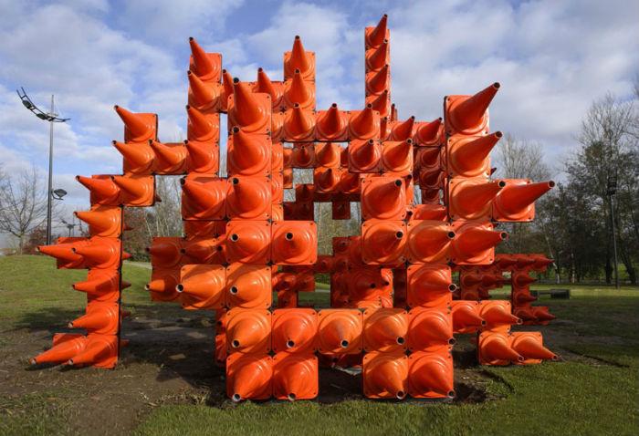 Инсталляция из пятисот пластиковых конусов в парке Паредес (Португалия)