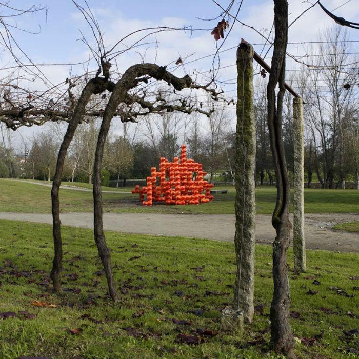 Инсталляция, установленная в общественном парке Паредес в декабре 2012 года, стала излюбленным местом встреч горожан и постоянным объектом для фотосъёмки