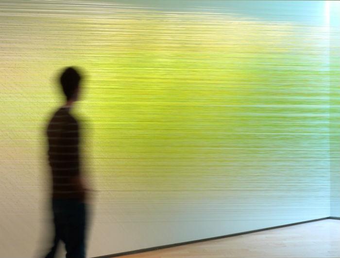 Оригинальные инсталляции из цветных нитей от американской художницы
