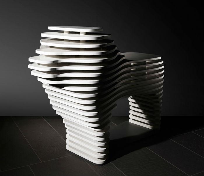 Для создания серии дизайнер использовал искусственно выращенные кварц и мрамор, изготовлением которых так славится компания Stone Italiana. Лев