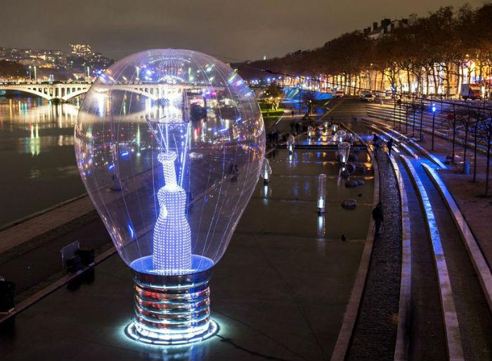 Световая инсталляция в Лионе