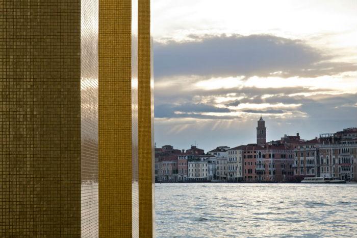 «Небо над девятью колоннами» - новое произведение Хейнца Мака
