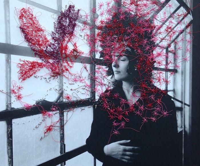 По мнению Зекстер текстурирование поверхности снимка предлагает иные смыслы для интерпретации изображения.
